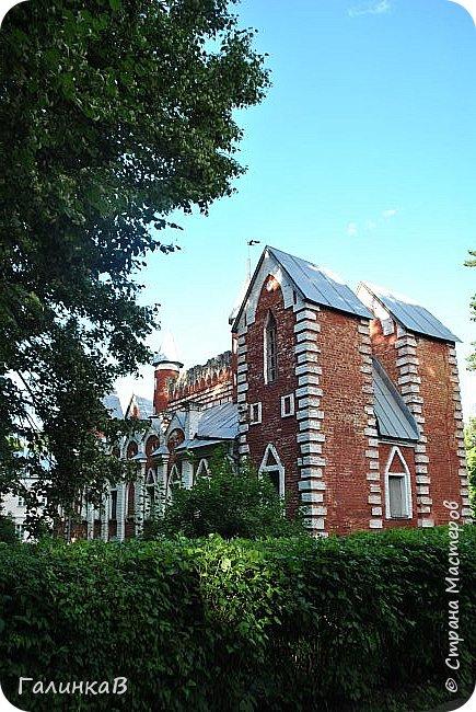 Поместье Суханово известно с 1623 года и в разные годы принадлежал разным владельцам. С 1804 года поместье принадлежит князьям Волконским вплоть до 1917 года. Дворец построен в стиле классицизма и изначально оба фасада были оформлены как шестиколонные ионические портики.  фото 6
