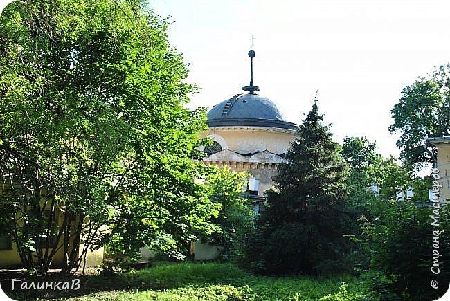 Поместье Суханово известно с 1623 года и в разные годы принадлежал разным владельцам. С 1804 года поместье принадлежит князьям Волконским вплоть до 1917 года. Дворец построен в стиле классицизма и изначально оба фасада были оформлены как шестиколонные ионические портики.  фото 23