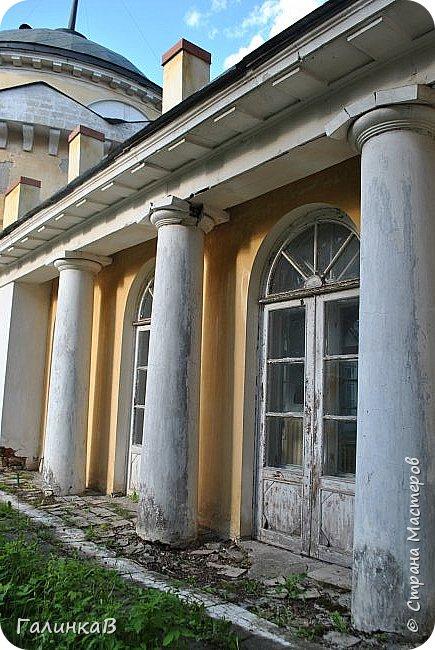 Поместье Суханово известно с 1623 года и в разные годы принадлежал разным владельцам. С 1804 года поместье принадлежит князьям Волконским вплоть до 1917 года. Дворец построен в стиле классицизма и изначально оба фасада были оформлены как шестиколонные ионические портики.  фото 13
