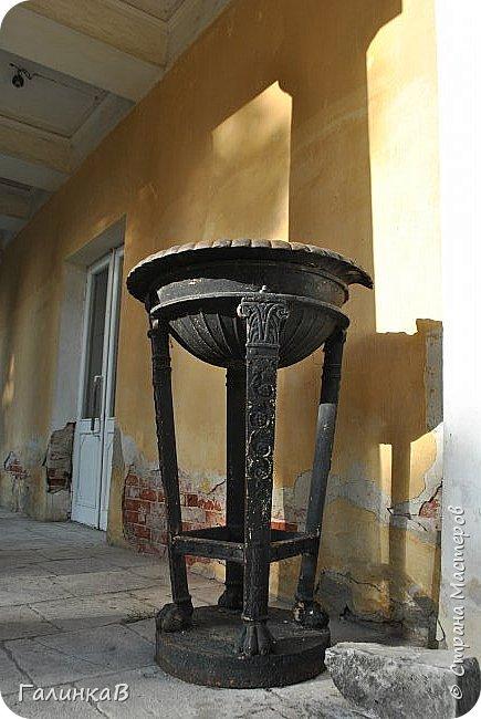 Поместье Суханово известно с 1623 года и в разные годы принадлежал разным владельцам. С 1804 года поместье принадлежит князьям Волконским вплоть до 1917 года. Дворец построен в стиле классицизма и изначально оба фасада были оформлены как шестиколонные ионические портики.  фото 16