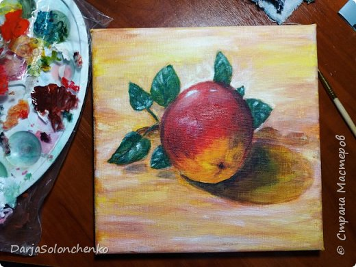 А вот и первая работа на холсте акрилом))) рисовала с натуры, жаль что яблоко искусственное и листья уж больно не натуральные...Для первого раза сойдет??