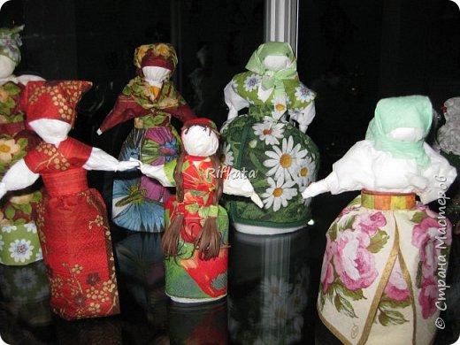 Куклы - мотанки из  салфеток. Принцип такой же, как и изготовление кукол из ткани, лоскутков. фото 2