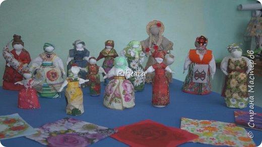 Куклы - мотанки из  салфеток. Принцип такой же, как и изготовление кукол из ткани, лоскутков. фото 3