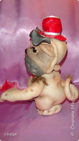 """Кукла- Пёсик (2), выполнена в технике """"скульптурный текстиль"""". Материал: капрон, синтепон . Передние лапки на каркасной основе- принимают любое положение. Размер: 28 см . фото 11"""