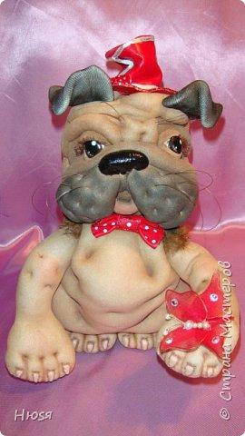 """Кукла- Пёсик (2), выполнена в технике """"скульптурный текстиль"""". Материал: капрон, синтепон . Передние лапки на каркасной основе- принимают любое положение. Размер: 28 см . фото 1"""