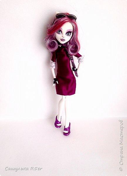 Привет-привет, Страна Мастеров! Надеюсь, что у вас хорошее настроение! Сегодня я хотела бы продемонстрировать обновочку для Катрин. Я сделала ей миниатюрное фиолетовое платье с кружевом и туфельки.  Если вам интересно, то оставайтесь со мной. фото 1