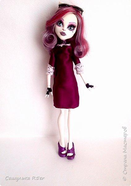 Привет-привет, Страна Мастеров! Надеюсь, что у вас хорошее настроение! Сегодня я хотела бы продемонстрировать обновочку для Катрин. Я сделала ей миниатюрное фиолетовое платье с кружевом и туфельки.  Если вам интересно, то оставайтесь со мной. фото 2