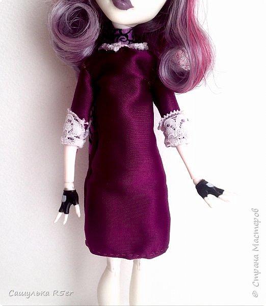 Привет-привет, Страна Мастеров! Надеюсь, что у вас хорошее настроение! Сегодня я хотела бы продемонстрировать обновочку для Катрин. Я сделала ей миниатюрное фиолетовое платье с кружевом и туфельки.  Если вам интересно, то оставайтесь со мной. фото 3