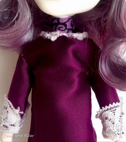 Привет-привет, Страна Мастеров! Надеюсь, что у вас хорошее настроение! Сегодня я хотела бы продемонстрировать обновочку для Катрин. Я сделала ей миниатюрное фиолетовое платье с кружевом и туфельки.  Если вам интересно, то оставайтесь со мной. фото 4