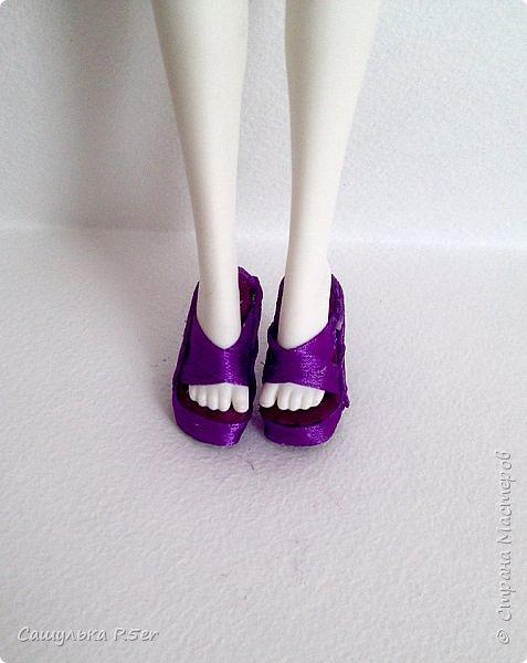 Привет-привет, Страна Мастеров! Надеюсь, что у вас хорошее настроение! Сегодня я хотела бы продемонстрировать обновочку для Катрин. Я сделала ей миниатюрное фиолетовое платье с кружевом и туфельки.  Если вам интересно, то оставайтесь со мной. фото 8