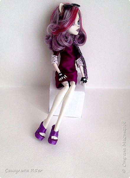 Привет-привет, Страна Мастеров! Надеюсь, что у вас хорошее настроение! Сегодня я хотела бы продемонстрировать обновочку для Катрин. Я сделала ей миниатюрное фиолетовое платье с кружевом и туфельки.  Если вам интересно, то оставайтесь со мной. фото 15