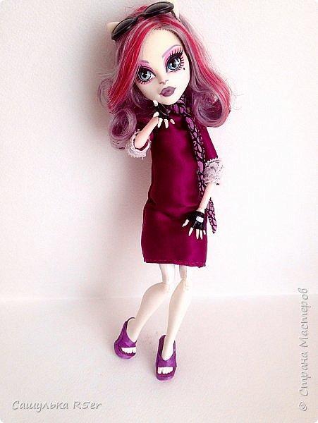 Привет-привет, Страна Мастеров! Надеюсь, что у вас хорошее настроение! Сегодня я хотела бы продемонстрировать обновочку для Катрин. Я сделала ей миниатюрное фиолетовое платье с кружевом и туфельки.  Если вам интересно, то оставайтесь со мной. фото 21