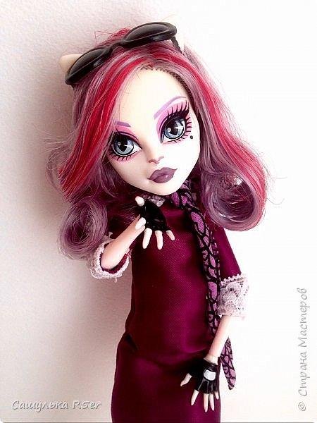 Привет-привет, Страна Мастеров! Надеюсь, что у вас хорошее настроение! Сегодня я хотела бы продемонстрировать обновочку для Катрин. Я сделала ей миниатюрное фиолетовое платье с кружевом и туфельки.  Если вам интересно, то оставайтесь со мной. фото 22
