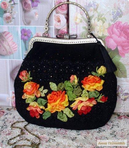 Нарядная сумочка из черного бархата и гипюрового кружева вышита лентами из натурального шелка. фото 5