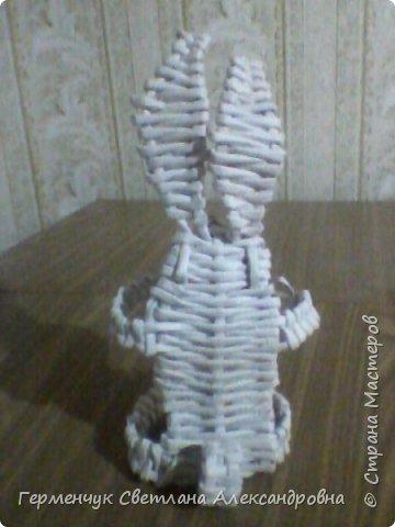 Игрушка - зайчик из бумажных трубочек,но похож на мышку с длинными ушами. Позаимствовала    идею  у   Галины Павличенко ( Тимощук)   С плетением  такого зайчика  могут  справится   ребята начальных классов фото 7