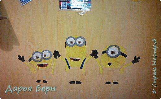 Решила украсить комнату рисунком на стене) Хотелось нарисовать что нибудь веселое) Миньоны по моему мнению самое оно) фото 3