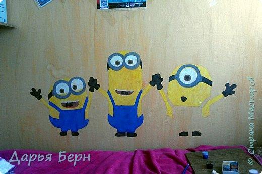 Решила украсить комнату рисунком на стене) Хотелось нарисовать что нибудь веселое) Миньоны по моему мнению самое оно) фото 4