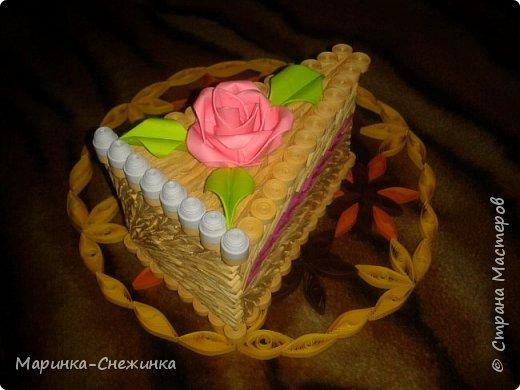 Розочка и листики выполнены в технике модульного оригами. фото 2