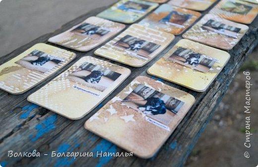 """Всем привет!    Для начала разъясню, что такое STC. Это всё та же ATC (""""эй-ти-си"""" или как часто по-русски говорят """"а-тэ-эс"""", расшифровывается как Artist Trading Card (англ. обменная карточка художника), только вместо """"Artist"""" (художник) у меня """"Scrapbooker"""" (скрапбукер). Вот такая дерзость с моей стороны - взять да подредаХтировать название:) Таки привязалась я к этому слову """"Artist"""":) Казалось бы, ну зачем? Традиция делать эти карточки пошла от художников да стоило ли переиначивать под скраперов?:) Да кто знает - с одной стороны нет, ибо """"художник"""" понятие растяжимое и в какой-то степени мы, скраперы, тоже художники:); с другой стороны - можно ведь и уточнить в какой именно области художественности эти самые карточки:)     Скраперские визитные обменные карточки, тобишь STC (""""эc-ти-си"""" или по-русски """"эс-тэ-эс"""" или """"сэ-тэ-эс"""") я делала впервые. По правде сказать, я раньше не понимала для чего делать эти милипуськи, они же не практичны. Это ведь не альбом:) А тут вдруг прониклась темой АТС. Стала читать статьи, заметки, по блогам смотреть кто и какие карточки делал и делает.      И у многих, кто делал их впервые (я имею в виду тех, кто в скрапе давненько, а АТС так ещё и не скрапил) видела фразу вроде """"наконец-то я созрела/доросла до АТС"""". Вот-вот, и я про себя то же самое могу сказать, хотя до этого считала, что именно с них то по идее и должен у большинства начинаться скрап-опыт. Вроде бы, это всего лишь малюсенькие карточки, намного меньше открыток, что их делать плёвое дело. Однако, нет. До них оказывается и правда нужно созреть:) Причём - не знаю как у других - для меня это созреть морально прежде всего. Так, чтоб накрыло вдохновение их сделать.     В итоге я замахнулась разом на 30 (!!!!) карточек, хотя знаю, что обычно их в серии бывает в среднем 3-5 (ну до 10 наверное), но, как говорится, гулять так гулять. фото 16"""