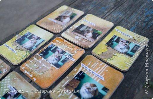 """Всем привет!    Для начала разъясню, что такое STC. Это всё та же ATC (""""эй-ти-си"""" или как часто по-русски говорят """"а-тэ-эс"""", расшифровывается как Artist Trading Card (англ. обменная карточка художника), только вместо """"Artist"""" (художник) у меня """"Scrapbooker"""" (скрапбукер). Вот такая дерзость с моей стороны - взять да подредаХтировать название:) Таки привязалась я к этому слову """"Artist"""":) Казалось бы, ну зачем? Традиция делать эти карточки пошла от художников да стоило ли переиначивать под скраперов?:) Да кто знает - с одной стороны нет, ибо """"художник"""" понятие растяжимое и в какой-то степени мы, скраперы, тоже художники:); с другой стороны - можно ведь и уточнить в какой именно области художественности эти самые карточки:)     Скраперские визитные обменные карточки, тобишь STC (""""эc-ти-си"""" или по-русски """"эс-тэ-эс"""" или """"сэ-тэ-эс"""") я делала впервые. По правде сказать, я раньше не понимала для чего делать эти милипуськи, они же не практичны. Это ведь не альбом:) А тут вдруг прониклась темой АТС. Стала читать статьи, заметки, по блогам смотреть кто и какие карточки делал и делает.      И у многих, кто делал их впервые (я имею в виду тех, кто в скрапе давненько, а АТС так ещё и не скрапил) видела фразу вроде """"наконец-то я созрела/доросла до АТС"""". Вот-вот, и я про себя то же самое могу сказать, хотя до этого считала, что именно с них то по идее и должен у большинства начинаться скрап-опыт. Вроде бы, это всего лишь малюсенькие карточки, намного меньше открыток, что их делать плёвое дело. Однако, нет. До них оказывается и правда нужно созреть:) Причём - не знаю как у других - для меня это созреть морально прежде всего. Так, чтоб накрыло вдохновение их сделать.     В итоге я замахнулась разом на 30 (!!!!) карточек, хотя знаю, что обычно их в серии бывает в среднем 3-5 (ну до 10 наверное), но, как говорится, гулять так гулять. фото 19"""