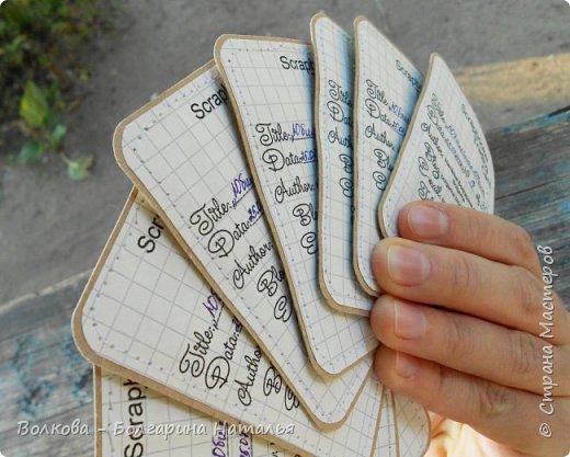 """Всем привет!    Для начала разъясню, что такое STC. Это всё та же ATC (""""эй-ти-си"""" или как часто по-русски говорят """"а-тэ-эс"""", расшифровывается как Artist Trading Card (англ. обменная карточка художника), только вместо """"Artist"""" (художник) у меня """"Scrapbooker"""" (скрапбукер). Вот такая дерзость с моей стороны - взять да подредаХтировать название:) Таки привязалась я к этому слову """"Artist"""":) Казалось бы, ну зачем? Традиция делать эти карточки пошла от художников да стоило ли переиначивать под скраперов?:) Да кто знает - с одной стороны нет, ибо """"художник"""" понятие растяжимое и в какой-то степени мы, скраперы, тоже художники:); с другой стороны - можно ведь и уточнить в какой именно области художественности эти самые карточки:)     Скраперские визитные обменные карточки, тобишь STC (""""эc-ти-си"""" или по-русски """"эс-тэ-эс"""" или """"сэ-тэ-эс"""") я делала впервые. По правде сказать, я раньше не понимала для чего делать эти милипуськи, они же не практичны. Это ведь не альбом:) А тут вдруг прониклась темой АТС. Стала читать статьи, заметки, по блогам смотреть кто и какие карточки делал и делает.      И у многих, кто делал их впервые (я имею в виду тех, кто в скрапе давненько, а АТС так ещё и не скрапил) видела фразу вроде """"наконец-то я созрела/доросла до АТС"""". Вот-вот, и я про себя то же самое могу сказать, хотя до этого считала, что именно с них то по идее и должен у большинства начинаться скрап-опыт. Вроде бы, это всего лишь малюсенькие карточки, намного меньше открыток, что их делать плёвое дело. Однако, нет. До них оказывается и правда нужно созреть:) Причём - не знаю как у других - для меня это созреть морально прежде всего. Так, чтоб накрыло вдохновение их сделать.     В итоге я замахнулась разом на 30 (!!!!) карточек, хотя знаю, что обычно их в серии бывает в среднем 3-5 (ну до 10 наверное), но, как говорится, гулять так гулять. фото 35"""