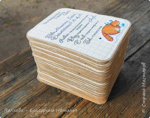 """Всем привет!    Для начала разъясню, что такое STC. Это всё та же ATC (""""эй-ти-си"""" или как часто по-русски говорят """"а-тэ-эс"""", расшифровывается как Artist Trading Card (англ. обменная карточка художника), только вместо """"Artist"""" (художник) у меня """"Scrapbooker"""" (скрапбукер). Вот такая дерзость с моей стороны - взять да подредаХтировать название:) Таки привязалась я к этому слову """"Artist"""":) Казалось бы, ну зачем? Традиция делать эти карточки пошла от художников да стоило ли переиначивать под скраперов?:) Да кто знает - с одной стороны нет, ибо """"художник"""" понятие растяжимое и в какой-то степени мы, скраперы, тоже художники:); с другой стороны - можно ведь и уточнить в какой именно области художественности эти самые карточки:)     Скраперские визитные обменные карточки, тобишь STC (""""эc-ти-си"""" или по-русски """"эс-тэ-эс"""" или """"сэ-тэ-эс"""") я делала впервые. По правде сказать, я раньше не понимала для чего делать эти милипуськи, они же не практичны. Это ведь не альбом:) А тут вдруг прониклась темой АТС. Стала читать статьи, заметки, по блогам смотреть кто и какие карточки делал и делает.      И у многих, кто делал их впервые (я имею в виду тех, кто в скрапе давненько, а АТС так ещё и не скрапил) видела фразу вроде """"наконец-то я созрела/доросла до АТС"""". Вот-вот, и я про себя то же самое могу сказать, хотя до этого считала, что именно с них то по идее и должен у большинства начинаться скрап-опыт. Вроде бы, это всего лишь малюсенькие карточки, намного меньше открыток, что их делать плёвое дело. Однако, нет. До них оказывается и правда нужно созреть:) Причём - не знаю как у других - для меня это созреть морально прежде всего. Так, чтоб накрыло вдохновение их сделать.     В итоге я замахнулась разом на 30 (!!!!) карточек, хотя знаю, что обычно их в серии бывает в среднем 3-5 (ну до 10 наверное), но, как говорится, гулять так гулять. фото 6"""
