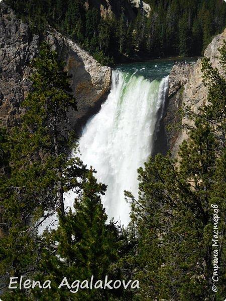 Продолжаю делится впечатлениями от поездки в Йе́ллоустон (Yellowstone National Park)— международный биосферный заповедник, объект Всемирного Наследия ЮНЕСКО, первый в мире национальный парк (основан 1 марта 1872 года). Находится в США, на территории штатов Вайоминг, Монтана и Айдахо. Парк знаменит многочисленными гейзерами и другими геотермическими объектами, богатой живой природой, живописными ландшафтами. ( взято из Википедии ) Мы останавливались в кемпингах в палатках. Парк произвел на нас огромное впечатление. Очень хочется поделится с вами красотой которую я увидела. В один фоторепортаж трудно вместить все увиденное поэтому это уже пятый и будут еще... В этот раз я покажу фото Большого каньона парка Йеллоустон.  Жалко что при загрузке фото уменьшаются и теряется качество поэтому смотрятся картинки плоско... но с этим я ничего поделать не могу. фото 4