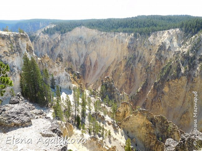 Продолжаю делится впечатлениями от поездки в Йе́ллоустон (Yellowstone National Park)— международный биосферный заповедник, объект Всемирного Наследия ЮНЕСКО, первый в мире национальный парк (основан 1 марта 1872 года). Находится в США, на территории штатов Вайоминг, Монтана и Айдахо. Парк знаменит многочисленными гейзерами и другими геотермическими объектами, богатой живой природой, живописными ландшафтами. ( взято из Википедии ) Мы останавливались в кемпингах в палатках. Парк произвел на нас огромное впечатление. Очень хочется поделится с вами красотой которую я увидела. В один фоторепортаж трудно вместить все увиденное поэтому это уже пятый и будут еще... В этот раз я покажу фото Большого каньона парка Йеллоустон.  Жалко что при загрузке фото уменьшаются и теряется качество поэтому смотрятся картинки плоско... но с этим я ничего поделать не могу. фото 5