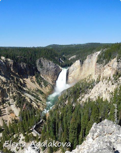 Продолжаю делится впечатлениями от поездки в Йе́ллоустон (Yellowstone National Park)— международный биосферный заповедник, объект Всемирного Наследия ЮНЕСКО, первый в мире национальный парк (основан 1 марта 1872 года). Находится в США, на территории штатов Вайоминг, Монтана и Айдахо. Парк знаменит многочисленными гейзерами и другими геотермическими объектами, богатой живой природой, живописными ландшафтами. ( взято из Википедии ) Мы останавливались в кемпингах в палатках. Парк произвел на нас огромное впечатление. Очень хочется поделится с вами красотой которую я увидела. В один фоторепортаж трудно вместить все увиденное поэтому это уже пятый и будут еще... В этот раз я покажу фото Большого каньона парка Йеллоустон.  Жалко что при загрузке фото уменьшаются и теряется качество поэтому смотрятся картинки плоско... но с этим я ничего поделать не могу. фото 10