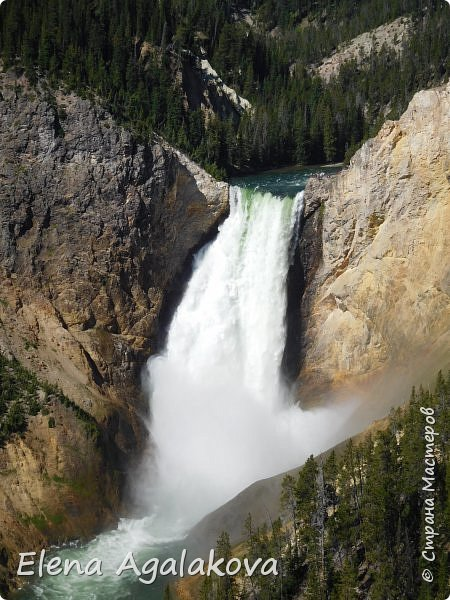 Продолжаю делится впечатлениями от поездки в Йе́ллоустон (Yellowstone National Park)— международный биосферный заповедник, объект Всемирного Наследия ЮНЕСКО, первый в мире национальный парк (основан 1 марта 1872 года). Находится в США, на территории штатов Вайоминг, Монтана и Айдахо. Парк знаменит многочисленными гейзерами и другими геотермическими объектами, богатой живой природой, живописными ландшафтами. ( взято из Википедии ) Мы останавливались в кемпингах в палатках. Парк произвел на нас огромное впечатление. Очень хочется поделится с вами красотой которую я увидела. В один фоторепортаж трудно вместить все увиденное поэтому это уже пятый и будут еще... В этот раз я покажу фото Большого каньона парка Йеллоустон.  Жалко что при загрузке фото уменьшаются и теряется качество поэтому смотрятся картинки плоско... но с этим я ничего поделать не могу. фото 1