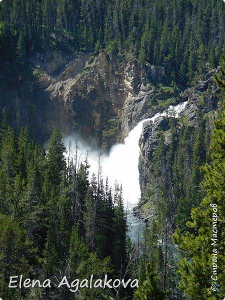 Продолжаю делится впечатлениями от поездки в Йе́ллоустон (Yellowstone National Park)— международный биосферный заповедник, объект Всемирного Наследия ЮНЕСКО, первый в мире национальный парк (основан 1 марта 1872 года). Находится в США, на территории штатов Вайоминг, Монтана и Айдахо. Парк знаменит многочисленными гейзерами и другими геотермическими объектами, богатой живой природой, живописными ландшафтами. ( взято из Википедии ) Мы останавливались в кемпингах в палатках. Парк произвел на нас огромное впечатление. Очень хочется поделится с вами красотой которую я увидела. В один фоторепортаж трудно вместить все увиденное поэтому это уже пятый и будут еще... В этот раз я покажу фото Большого каньона парка Йеллоустон.  Жалко что при загрузке фото уменьшаются и теряется качество поэтому смотрятся картинки плоско... но с этим я ничего поделать не могу. фото 18