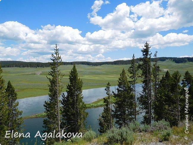 Продолжаю делится впечатлениями от поездки в Йе́ллоустон (Yellowstone National Park)— международный биосферный заповедник, объект Всемирного Наследия ЮНЕСКО, первый в мире национальный парк (основан 1 марта 1872 года). Находится в США, на территории штатов Вайоминг, Монтана и Айдахо. Парк знаменит многочисленными гейзерами и другими геотермическими объектами, богатой живой природой, живописными ландшафтами. ( взято из Википедии ) Мы останавливались в кемпингах в палатках. Парк произвел на нас огромное впечатление. Очень хочется поделится с вами красотой которую я увидела. В один фоторепортаж трудно вместить все увиденное поэтому это уже пятый и будут еще... В этот раз я покажу фото Большого каньона парка Йеллоустон.  Жалко что при загрузке фото уменьшаются и теряется качество поэтому смотрятся картинки плоско... но с этим я ничего поделать не могу. фото 27