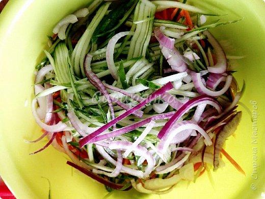 Доброго времени суток, мастера и мастерицы! Предлагаю Вам приготовить легкий летний салат из доступных ингредиентов. фото 7