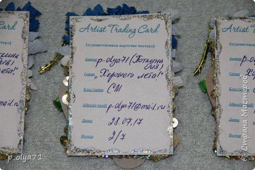 Здравствуйте,мои дорогие!!! Наступило таки лето,пусть и остался всего месяц( жара доходила до +30 и выше),наверно,поэтому у меня родились такие карточки : море,пляж,солнце!... )))  Карточки сделала 28.07.17(3 дня назад),а сегодня в ленте увидела  у  Марины мамы Алисы-Алины  точно такой рисунок    http://stranamasterov.ru/node/1106922?c=new_all      (как всё-таки лето нас вдохновляет ))))))  Основа - тонкий картон, море пыталась изобразить торцеванием(только наверно,бумага гофрированная толстовата), песок - пайетки,шлёпки - бумага белая альбомная и цветная,ленты,бусины фото 3