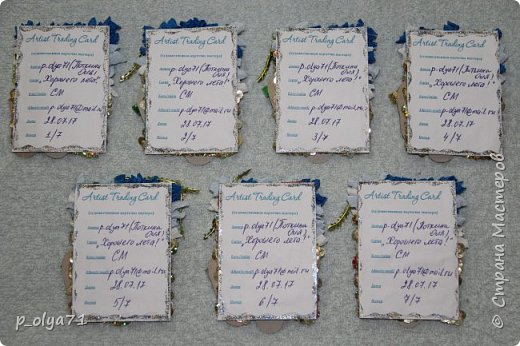 Здравствуйте,мои дорогие!!! Наступило таки лето,пусть и остался всего месяц( жара доходила до +30 и выше),наверно,поэтому у меня родились такие карточки : море,пляж,солнце!... )))  Карточки сделала 28.07.17(3 дня назад),а сегодня в ленте увидела  у  Марины мамы Алисы-Алины  точно такой рисунок    https://stranamasterov.ru/node/1106922?c=new_all      (как всё-таки лето нас вдохновляет ))))))  Основа - тонкий картон, море пыталась изобразить торцеванием(только наверно,бумага гофрированная толстовата), песок - пайетки,шлёпки - бумага белая альбомная и цветная,ленты,бусины фото 2