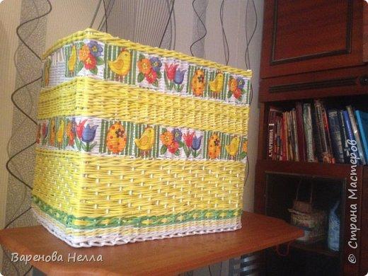 Здравствуйте!Это моя первая работа которую я хочу представить здесь.Этот ящик был сделан моей внучке к дню её рождения для игрушек.Крышку я к нему не делала.думала больше игрушек влезет...Сделан из офисной бумаги,декупаж из салфеток,размер 34*40*45.Покрашен колер+грунтовка+вода,покрыт акриловым лаком....Ну наверно и все по этому ящику.Не судите строго-я старалась,наверно к концу работы начинаю спешить и получается целая куча недочетов....Загружать я еще не научилась так что получилось то и показываю.