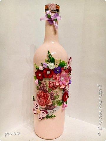 Вот такая бутылка у меня получилась подруге на день рождения. Цветы делала некоторые из акварельной бумаги, некоторые из лент. Вопщем что нашла в хозяйстве, то и прилепила фото 1