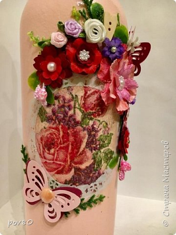 Вот такая бутылка у меня получилась подруге на день рождения. Цветы делала некоторые из акварельной бумаги, некоторые из лент. Вопщем что нашла в хозяйстве, то и прилепила фото 2