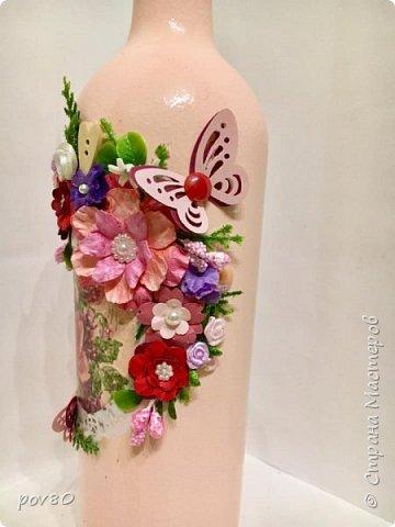 Вот такая бутылка у меня получилась подруге на день рождения. Цветы делала некоторые из акварельной бумаги, некоторые из лент. Вопщем что нашла в хозяйстве, то и прилепила фото 4