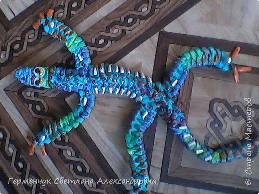 Такую красотку  ящерицу увидела на странице http://stranamasterov.ru/node/934100 мастерицы Пустельги.  Ящерка  мне очень понравилась . . И   Светлана Булгакова  так доступно объяснила и показала фото ,что я   решилась  попробовать .Выражаю большую благодарность   Светлане   за  МК ,которая помогает  всем , кто хочет научится плетению. фото 12
