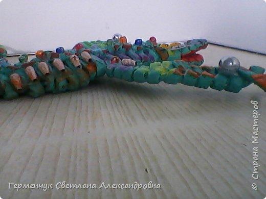 Такую красотку  ящерицу увидела на странице http://stranamasterov.ru/node/934100 мастерицы Пустельги.  Ящерка  мне очень понравилась . . И   Светлана Булгакова  так доступно объяснила и показала фото ,что я   решилась  попробовать .Выражаю большую благодарность   Светлане   за  МК ,которая помогает  всем , кто хочет научится плетению. фото 15
