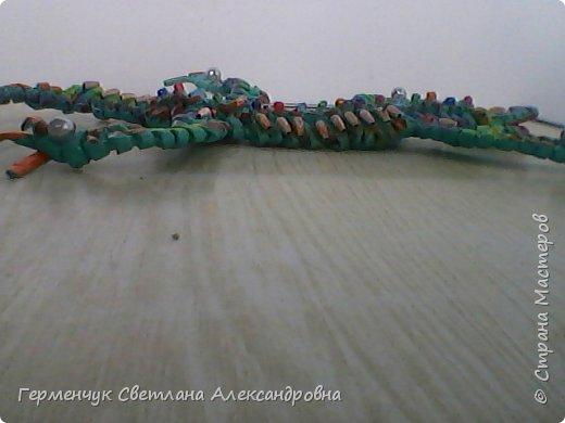 Такую красотку  ящерицу увидела на странице http://stranamasterov.ru/node/934100 мастерицы Пустельги.  Ящерка  мне очень понравилась . . И   Светлана Булгакова  так доступно объяснила и показала фото ,что я   решилась  попробовать .Выражаю большую благодарность   Светлане   за  МК ,которая помогает  всем , кто хочет научится плетению. фото 16