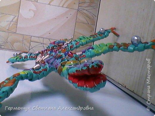 Такую красотку  ящерицу увидела на странице http://stranamasterov.ru/node/934100 мастерицы Пустельги.  Ящерка  мне очень понравилась . . И   Светлана Булгакова  так доступно объяснила и показала фото ,что я   решилась  попробовать .Выражаю большую благодарность   Светлане   за  МК ,которая помогает  всем , кто хочет научится плетению. фото 11