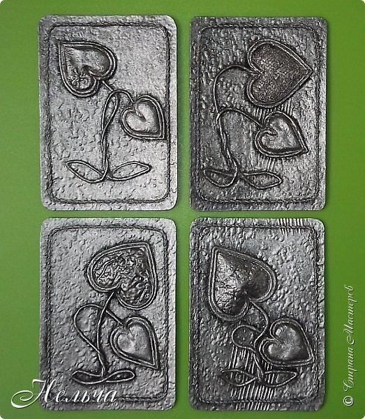 """Моя вторая серия """" Росток любви (серебро)"""". Основа картон + обои, сердечки из соленого теста и из картона + обои, стебли из салфеточных жгутиков, по контуру скрученная суровая нить.  Рождение Любви - большой секрет: Она тысячелетия вновь и вновь Нас убеждает в том, что смерти нет! Есть Жизнь, есть Бог, есть Вечная Любовь. (Татьяна Афанасьева1) фото 1"""