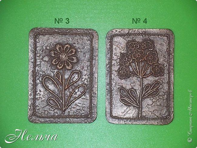 """Решила сделать АТС карточки в технике пейп-арт, так как увлеклась этой техникой. Серия называется """"Гербарий (бронза)"""". Основа картон + обои, цветы - кружево, стебли и листья - салфеточные жгутики, по контуру скрученная суровая нить. И вот, что у меня получилось. фото 4"""