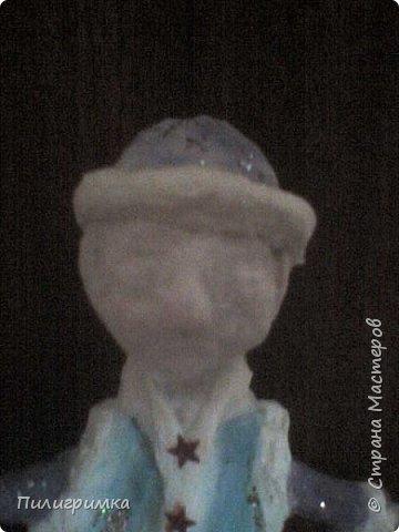 Принято считать, что неудачно раскрашенную голову текстильной куклы исправить уже никак нельзя, ну разве что загрунтовать и поверх заново расписать.   А если форма головы чем-то не устраивает – тут уж ничего не поделаешь, надо или смириться, или новую голову шить.   Я тоже так думала, пока не увлеклась лепкой из ваты.  фото 22