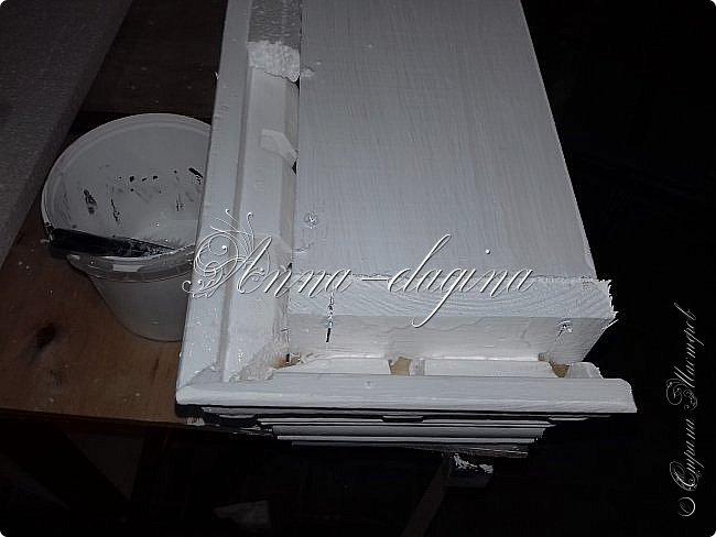 Всем привет! Сегодня я расскажу, как можно сделать дорогую гардину из дешевых материалов. Для работы потребуется доска сухая строганная, недорогой багет, клей, краска, саморезы, лобзик или ножовка. фото 7