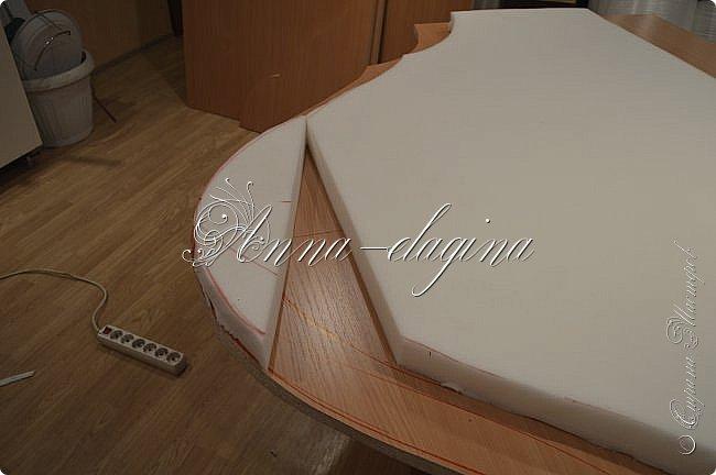 Всем привет! Давно меня здесь не было, почти год... Сегодня я с мастер-классом по изготовлению кровати с мягким изголовьем своими руками. Кровать у меня с основанием 1800х2000, для работы использовала лдсп 26 мм, поролон 10, 30, 60 мм, ткань бархатную, степлер мебельный, пуговицы мебельные, капроновые нити, клей, ну и самое главное-РУКИ! фото 10