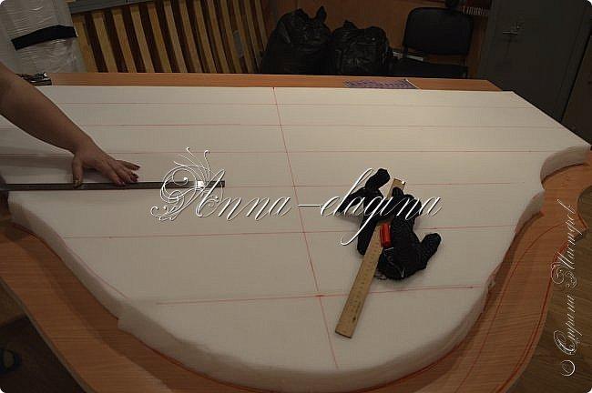 Всем привет! Давно меня здесь не было, почти год... Сегодня я с мастер-классом по изготовлению кровати с мягким изголовьем своими руками. Кровать у меня с основанием 1800х2000, для работы использовала лдсп 26 мм, поролон 10, 30, 60 мм, ткань бархатную, степлер мебельный, пуговицы мебельные, капроновые нити, клей, ну и самое главное-РУКИ! фото 12