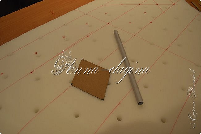 Всем привет! Давно меня здесь не было, почти год... Сегодня я с мастер-классом по изготовлению кровати с мягким изголовьем своими руками. Кровать у меня с основанием 1800х2000, для работы использовала лдсп 26 мм, поролон 10, 30, 60 мм, ткань бархатную, степлер мебельный, пуговицы мебельные, капроновые нити, клей, ну и самое главное-РУКИ! фото 13